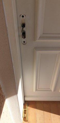 Ouverture de porte suite à tentative d effraction à Poussan