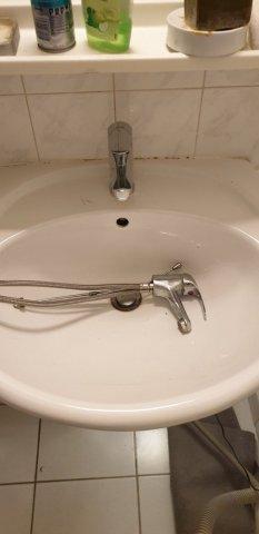 Remplacement d'un mitigeur de lavabo à Lattes