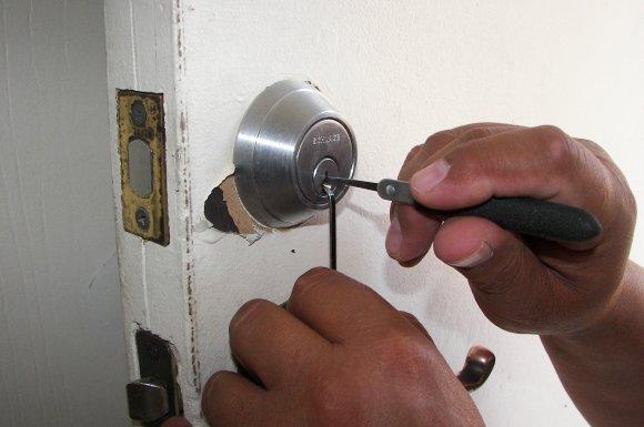 Ouverture de porte blindée claquée